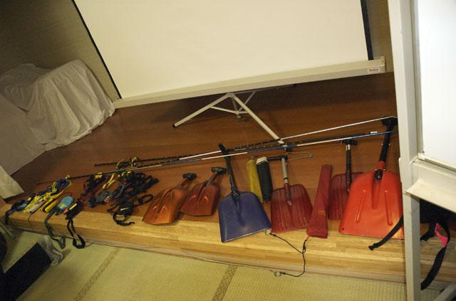 雪崩事故防止研究会が収集した各種雪崩装備
